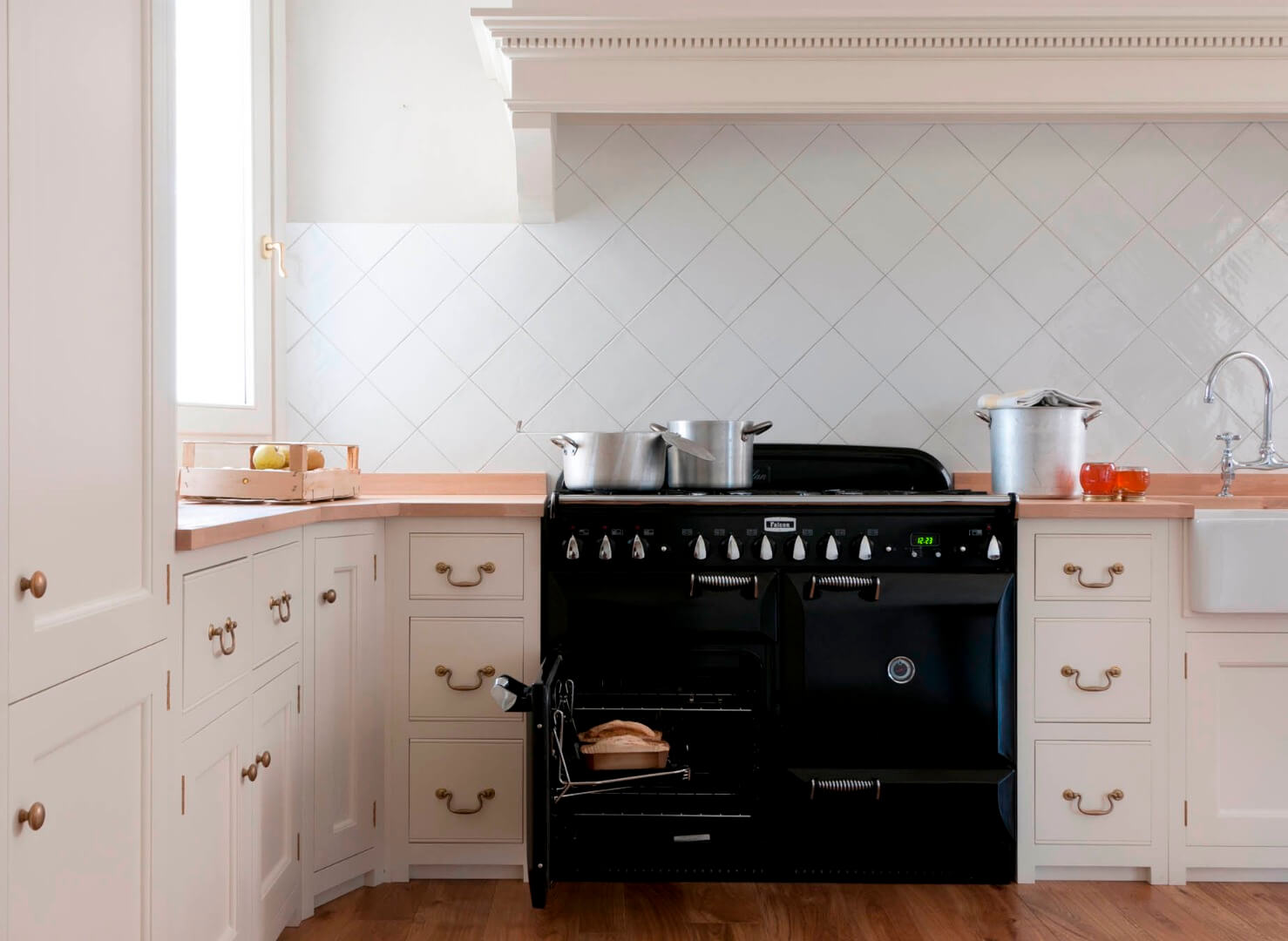 La classica cucina country in stile inglese for Bespoke kitchen cabinets